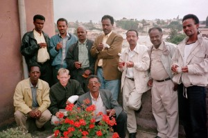 Dawit Isaak (standing, middle) together with Eritrean and Norwegian playwrights. Picture taken on the roof of the Ministry of Education in Asmara, Eritrea, during a playwrights' workshop in september 1999. Photo: Karl Hoff.